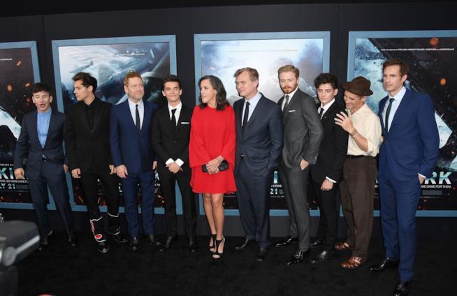 Il regista e gli attori di Dunkirk posano per i fotografi alla premiere del film