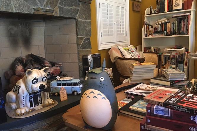 Guillermo del Toro statua di Totoro
