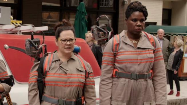 Leslie Jones con Melissa McCarthy in Ghostbusters