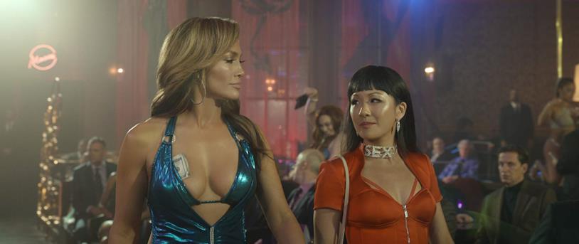 Un'immagine di Jennifer Lopez e Constance Wu versione spogliarelliste nel film Hustlers