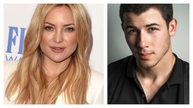 Primo piano di Kate Hudson e Nick Jonas