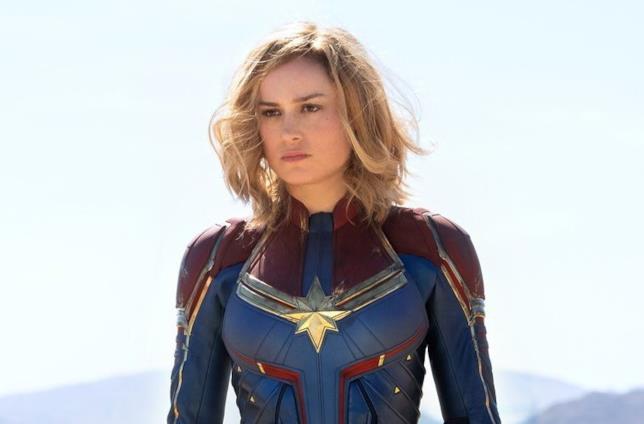 Brie Larson è Captain Marvel in una foto dal set del film