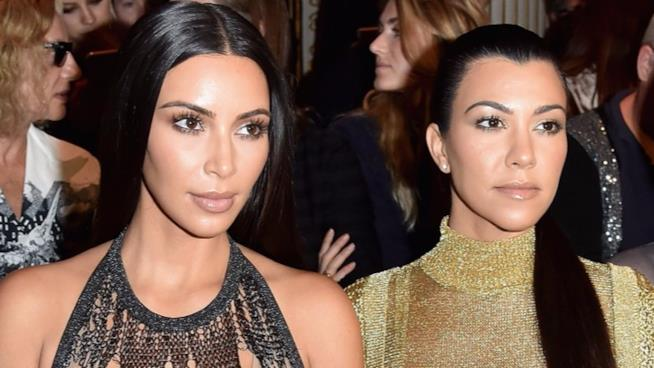 Kim e Kourtney Kardashian alla sfilata di Balmain alla Parigi Fashion Week
