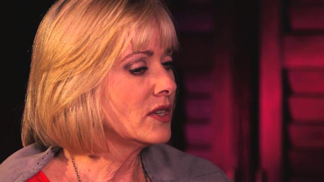 Barbara Crampton in una foto recente
