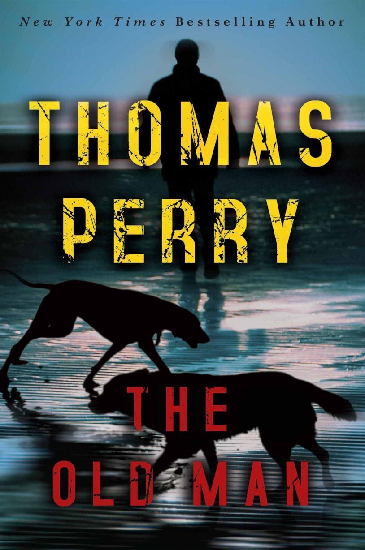 La copertina del libro The Old Man con l'ombra di un uomo sullo sfondo e due cani