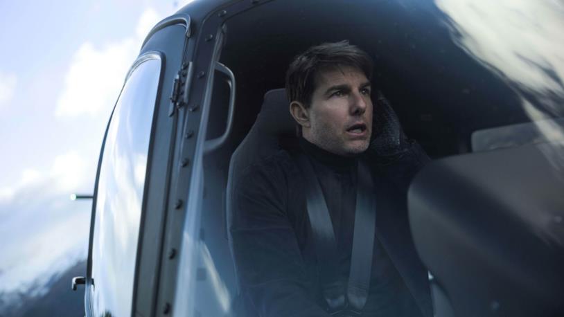 Tom Cruise ai comandi di un elicottero