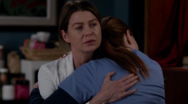 Meredith dice addio a Penny consolandola