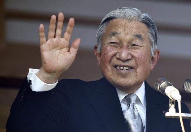 Primo piano del sorridente e longevo imperatore Akihito
