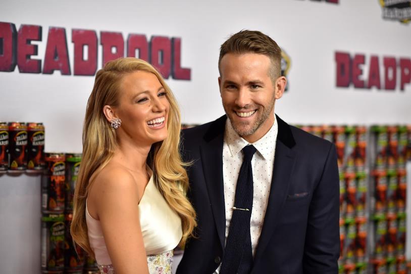 Blake Lively e Ryan Reynolds sorridenti