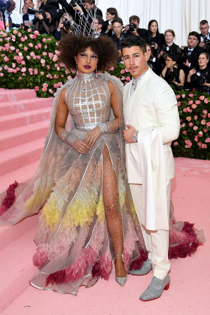 Priyanka Chopra e Nick Jonas sul tappeto rosa del Met Gala