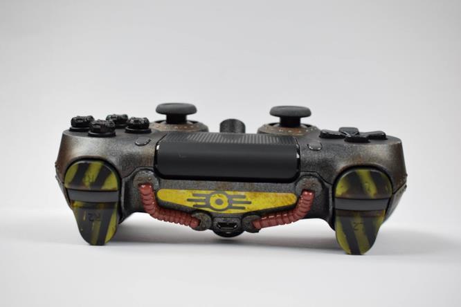 Il tema post-atomico nel controller di Fallout 76