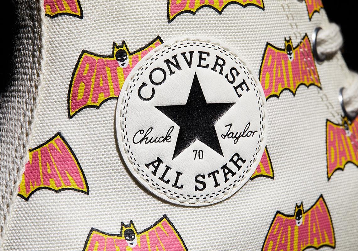 Converse All Star e Batman: i loghi sulle scarpe