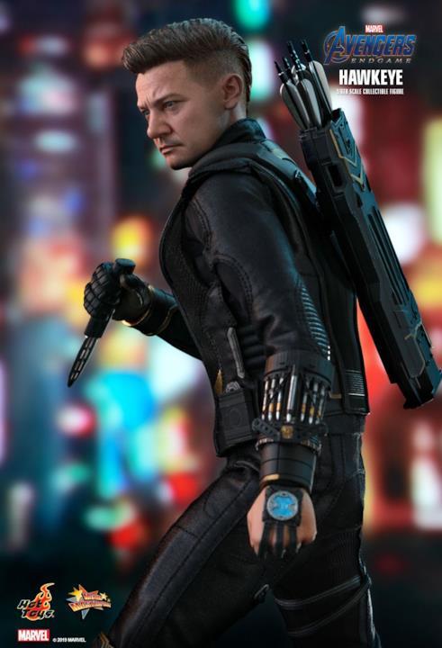 Clint Barton e le sue armi in Avengers: Endgame