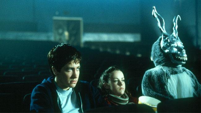 Donnie, Gretchen e Frank osservano lo schermo del cinema