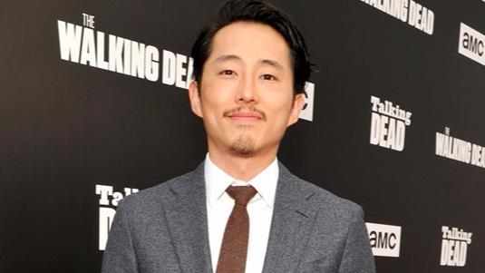 Steven Yeun sul red carpet di Talking Dead