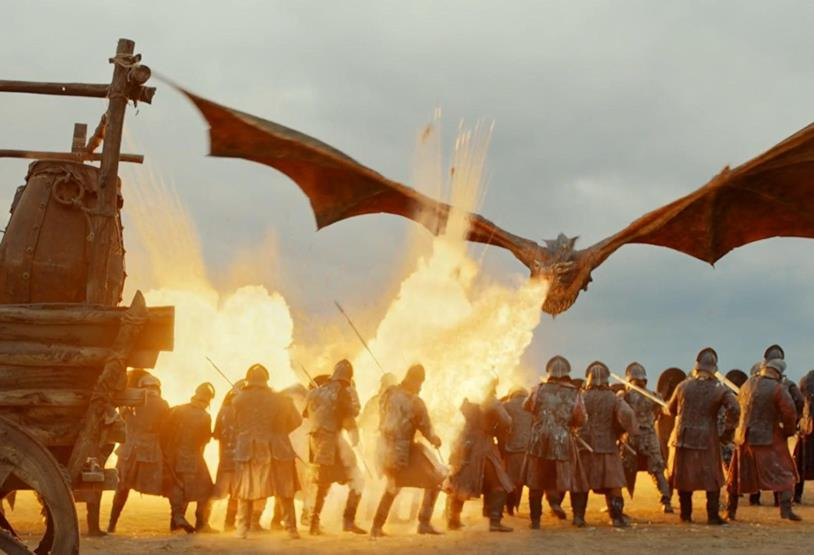 Drogon obbedisce al comando di Daenerys e incenerisce i nemici
