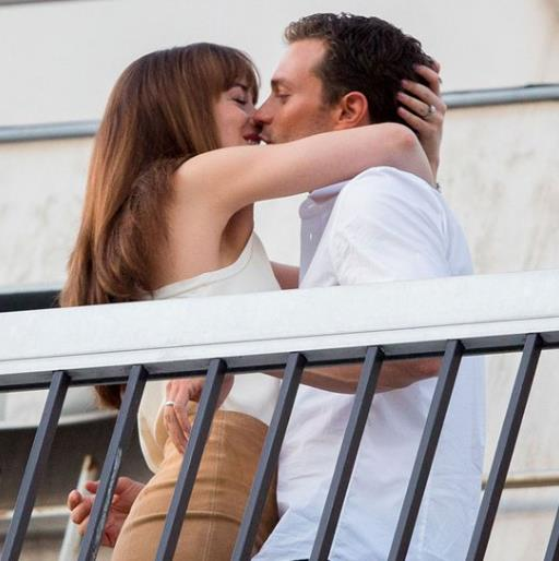 Cinquanta Sfumature di Rosso, bacio tra Christian e Anastasia