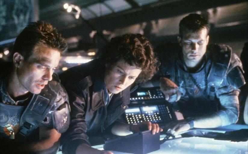 Sigourney Weaver in una scena di Aliens