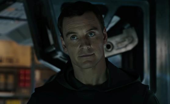 Un primo piano di Michael Fassbender nel prologo di Alien: Covenant