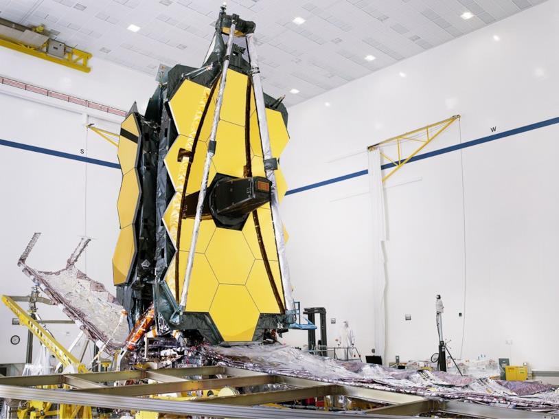 Una foto del nuovo telescopio spaziale James Webb della NASA