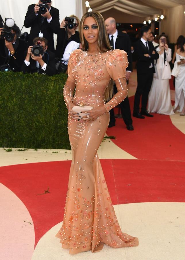 Beyoncé sul red carpet del Met Gala 2016