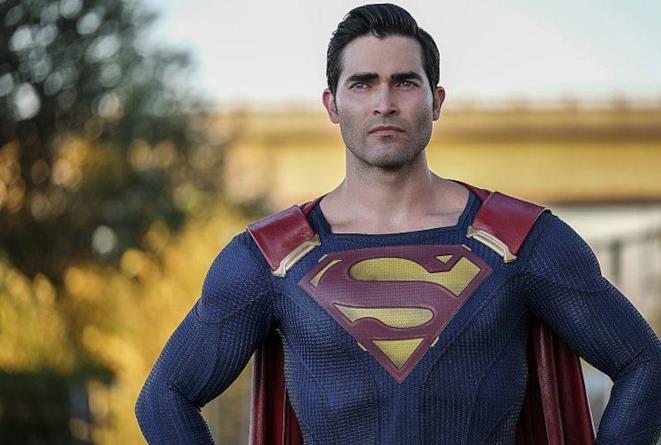 Mezzobusto di Tyler Hoechlin in costume da Superman