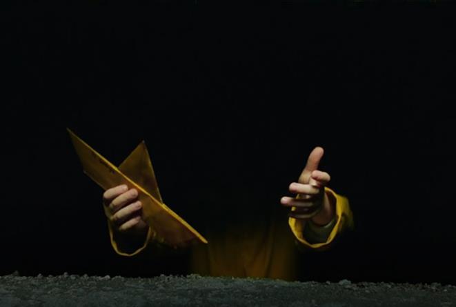 Georgie con l'impermeabile giallo