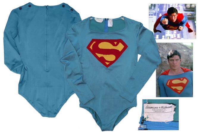 La tuta muscolare e l'attestato di originalità del costume di Superman indossato da Christopher Reeve