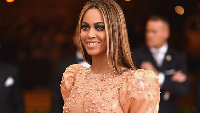 Beyoncé sfila sul red carpet del Met Gala 2016