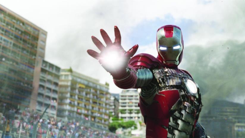Un primo piano di Iron Man in una sequnza di Iron Man 2