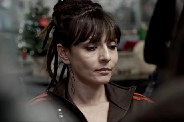 Ambra Angiolini durante una scena del film 7 Minuti