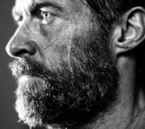 Un primo piano di Hugh Jackman in Logan