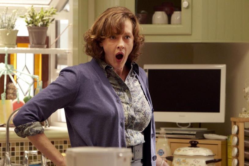 Joan Cusack in una scena della serie TV Shameless