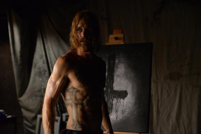Jesse Hellman è interpretato dall'attore Ethan Embry