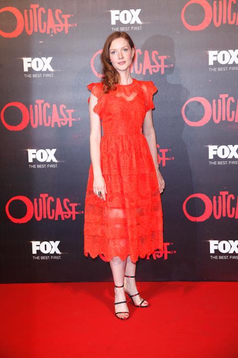 Wreen Schmidt, una delle protagoniste di Outcast sul Red Carpet