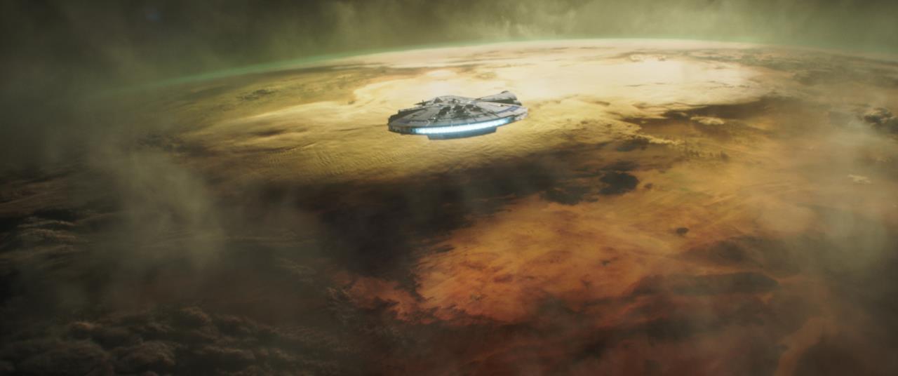Il Millennium Falcon in atterraggio su Savareen