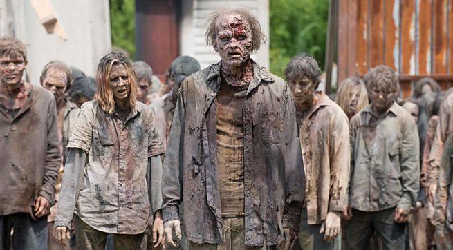 Esercito di zombie in epidosio della serie TV The Waling Dead
