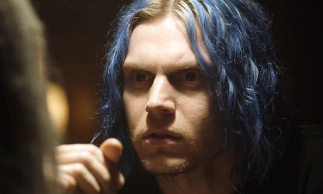 Evan Peters in una scena di American Horror Story: Cult