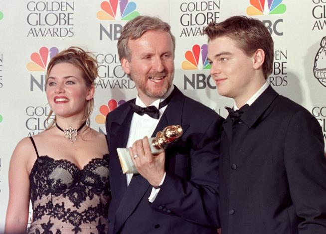 James Cameron con Kate Winslet e Leonardo DiCaprio ai tempi di Titanic