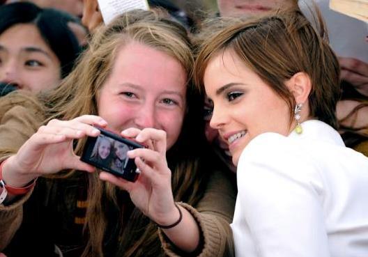 Emma Watson fa un selfie con una fan