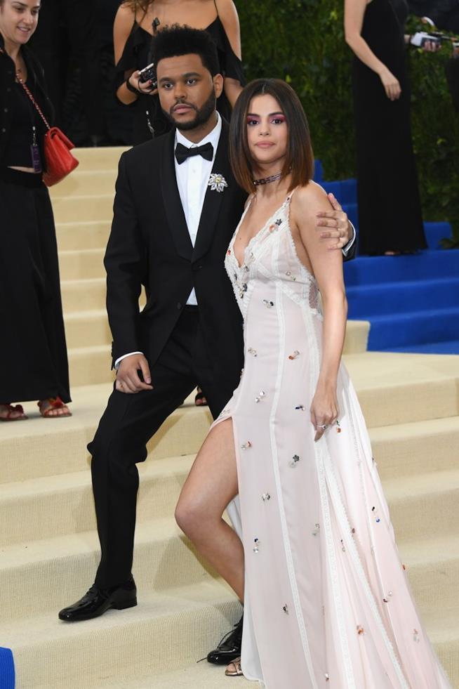 Selena Gomez con The Weeknd al Met Gala 2017