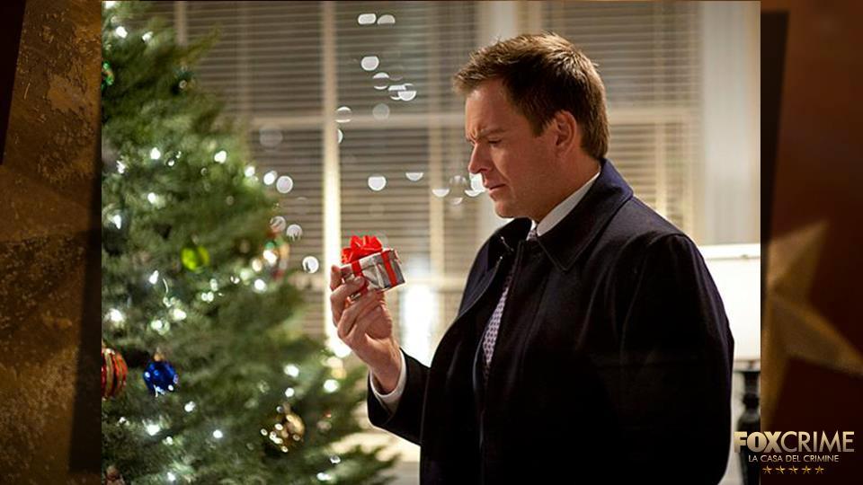 #9 Ep. 10x10 – Sorprese di Natale: Tony ha un gusto raffinato e lo dimostrano il pianoforte in salotto e il minuscolo letto.