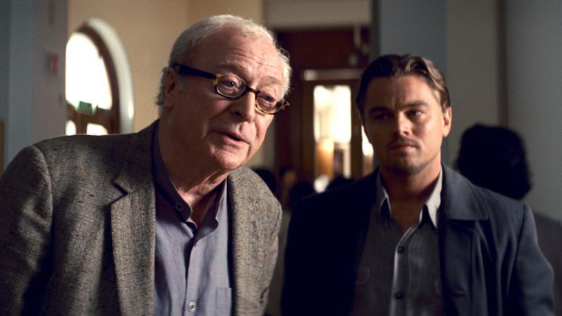 Michael Caine e Leonardo DiCaprio in una scena del film