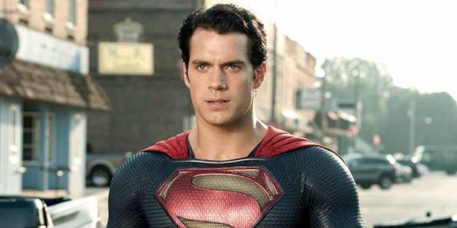 Henry Cavill nei panni di Superman