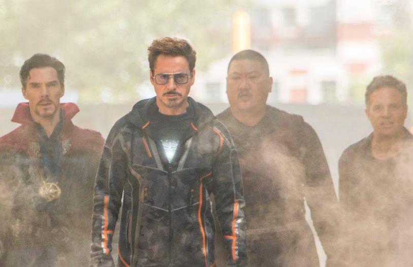 Benedict Cumberbatch, Robert Downey Jr., Benedict Wong e Mark Ruffalo in Avengers: Infinity War