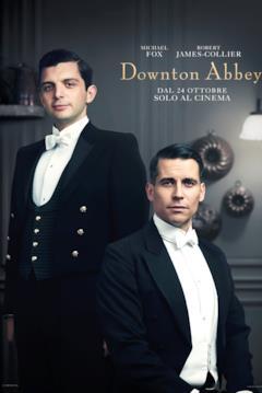 Andy (in piedi a sinistra) e Thomas (seduto a destra) servono i Crawley come camerieri