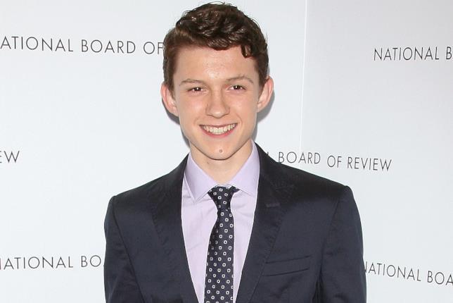 Tom Holland sorridente