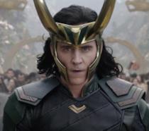 Primo piano di Loki in Thor: Ragnarok