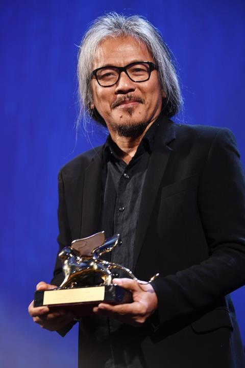 Lav Diaz alla cerimonia finale del Festival del Cinema di Venezia 73