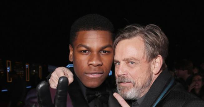 Primo piano di Mark Hamill e John Boyega in uno scatto di Todd Williamson